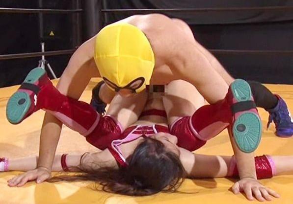 『もう中には出さないでぇ!』屈強な女子プロレスラーがチンポに陥落!危険日の子宮にがっつり直撃の中出しファック!