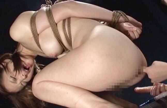 『いやぁ!もぉやめてぇ!』クズ女の罠にハマった新人女子アナに性拷問!緊縛拘束され脱糞強要の恥辱スカトロプレイ!