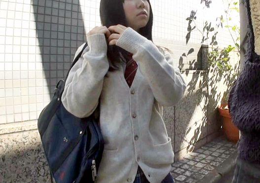 『おじさんきもちーよぉ♡』エロカワ制服美少女はヤリマン娘wwナンパ即ハメで着衣のままガン突きピストンに悶絶!