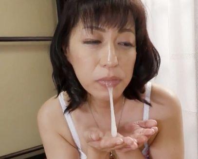 『お母さん我慢できないわ…♡』実の息子にマンコを濡らすド淫乱母!2人きりの温泉旅行でチンポを咥え込み濃厚搾精♡