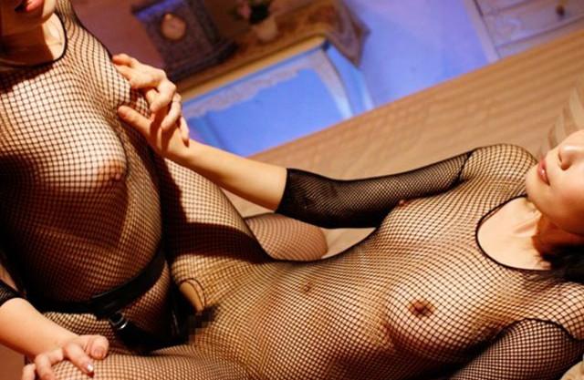 【レズ】元バレー仲間の美熟女2人が女同士の淫らな快楽で悶絶!長身ボディを絡みあわせてレズセックスにふける♡