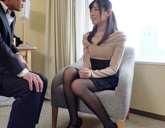 若奥さんの敏感ボディがAV男優のテクで性欲覚醒♡性感マッサージで疼くマンコを即ハメピストンされてイキまくる!