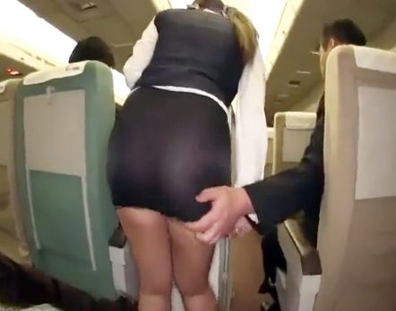 黒ギャルCAのむっちりボディに乗客大興奮ww機内でセクハラしたら地上に戻って即ハメセックス♡