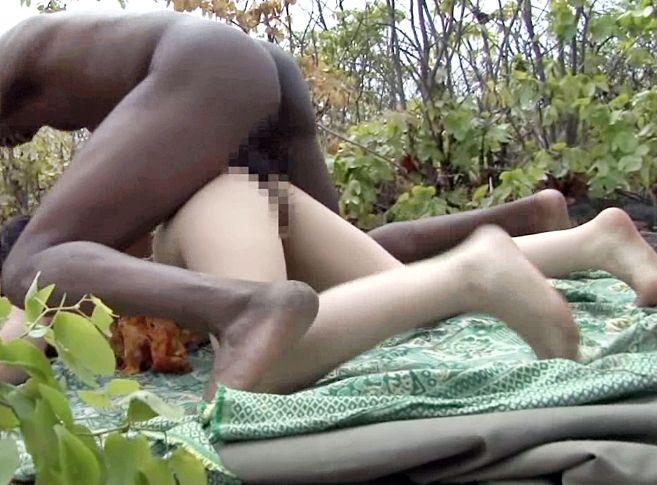 ◆上原亜衣◆ワイルドチンポにガンガン突かれて本気悶絶!有名女優がアフリカ現地民と野外セックス!