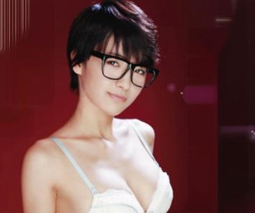 ショートヘアのメガネ制服娘が男子のチンポにガチ発情wwすっかりヌレヌレなマンコに即ハメ挿入してセックス開始♡