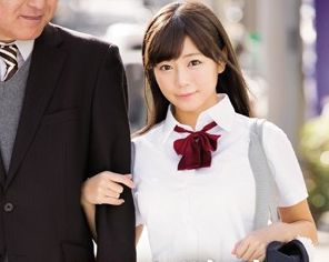 『おじさんスゴいよぉ♡』かわいい顔してドスケベな制服ビッチ娘ww変態中年とホテルでパコってお小遣いゲット♡