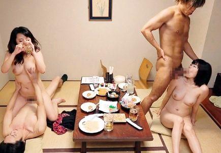 【盗撮】相席居酒屋でお姉さん2人組ゲットwwヤリマンギャルと堅物美女が酔った勢いで即ハメ乱交♡
