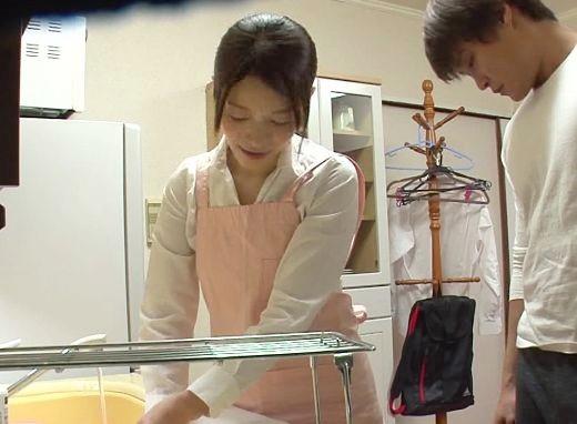 『あん♡入ってるぅ♡』エロカワ家政婦さんの裏サービス♡突き出たプリ尻に辛抱たまらず背後から襲って即ハメ挿入ww
