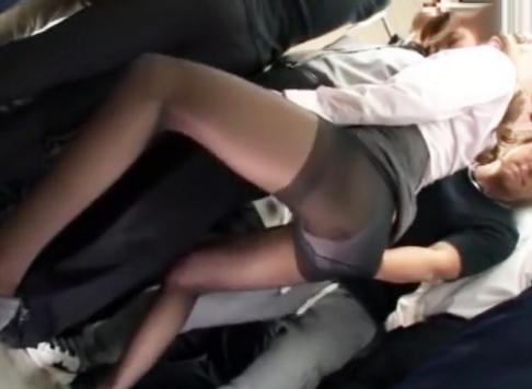 満員電車でビックンビックン潮吹き絶頂!痴漢に襲われるOLお姉さんがガニ股お漏らしからそのまま無理やり犯される!