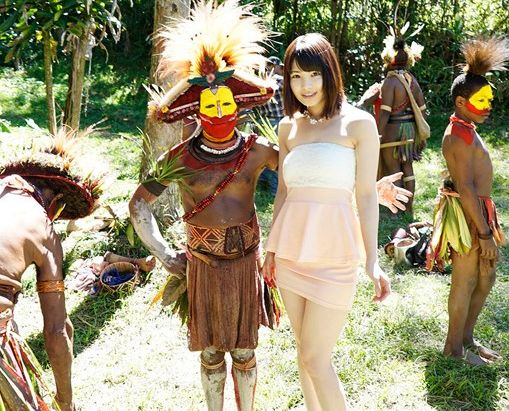 ◆橘花音◆南洋の秘境で現地民とプリミティブセックス!美人女優さんが野外でワイルド青姦パコパコ文化交流♡