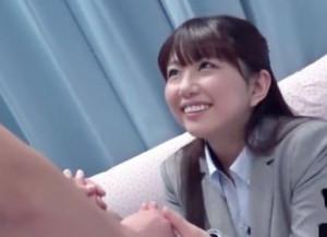 【MM号】いきり立つチンポを前に笑顔でオナサポ♡かわいい新卒OLさんが童貞クンを優しく筆おろししてあげる♡