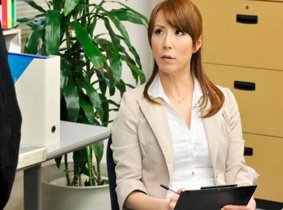 ◆澤村レイコ◆キャリアOL奥さんは社長のアナルご奉仕課長ww首枷をはめたまま2穴責めされて3P乱交で犯される!
