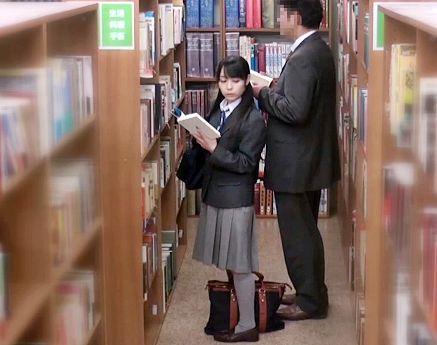 図書館でマジメそうな制服娘に背後から忍び寄る痴漢おじさん… 無理やりチンポをねじ込んで問答無用で犯しまくる!