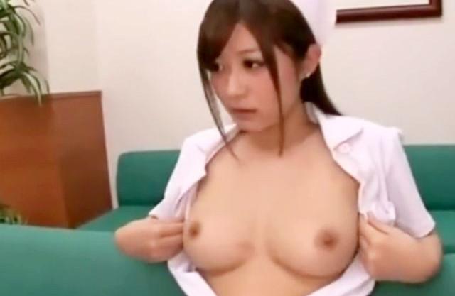 ドスケベ看護師さんが巨乳おっぱいを白衣からポロリ♡男性患者のチンポにパイズリしたら即ハメ挿入セックス開始♡
