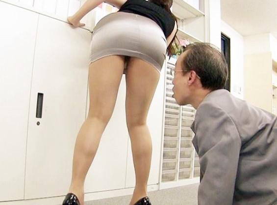 Iカップ巨乳にムチムチ尻のミニスカOLお姉さん♡肉感エロボディに興奮するおじさんチンポにオフィスでパイズリ♡