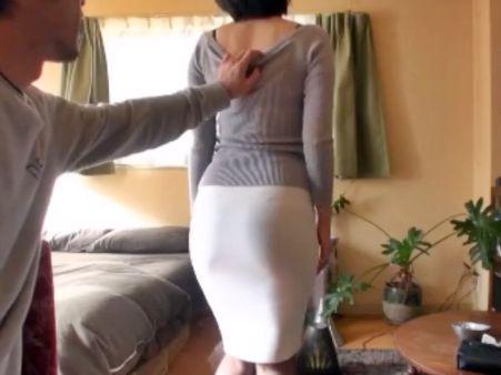タイトスカートからうっすら透けるむっちり尻♡エロランジェリー姿のドスケベ奥さんがハメ撮りセックスでイキまくる♡