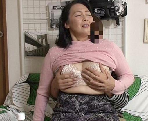 【隠し撮り】ぽっちゃり巨乳のエロ奥さんが若いチンポに陥落ww完熟ボディを疼かせて即ハメ不倫セックスで悶絶する♡