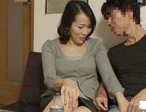 【人妻ナンパ】53歳のドスケベ奥さんが男に口説かれて完堕ちwwデカチン激ピストンに垂れ乳を揺らしてイキまくる♡