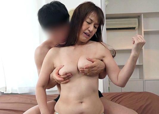 50近い熟女が若い男としっぽり不倫sex!出会い系で見つけた肉棒に浮気して乱れ狂う